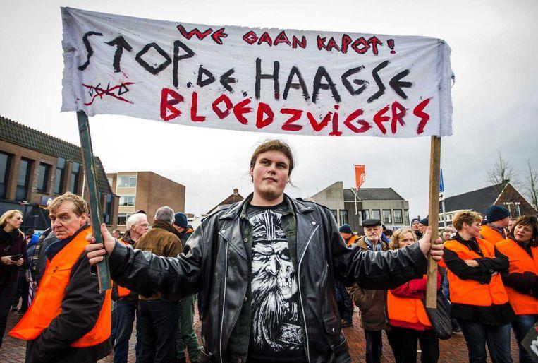 Gedupeerden protesteren tegen de sluiting van Aldel in Delfzijl begin januari. De aluminiumfabriek was met honderden banen decennialang de motor van de plaatselijke economie. Beeld ANP