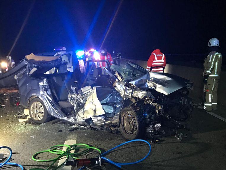 De auto werd bij het ongeval herleid tot schroot.