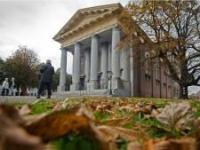 Nieuwe Kerk in oranje licht tegen huiselijk geweld