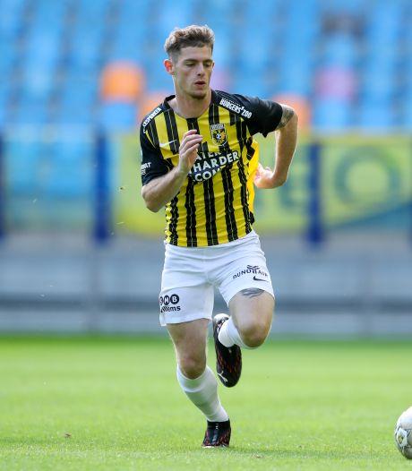 Toptalent Buitink vecht bij Vitesse vanaf de bank