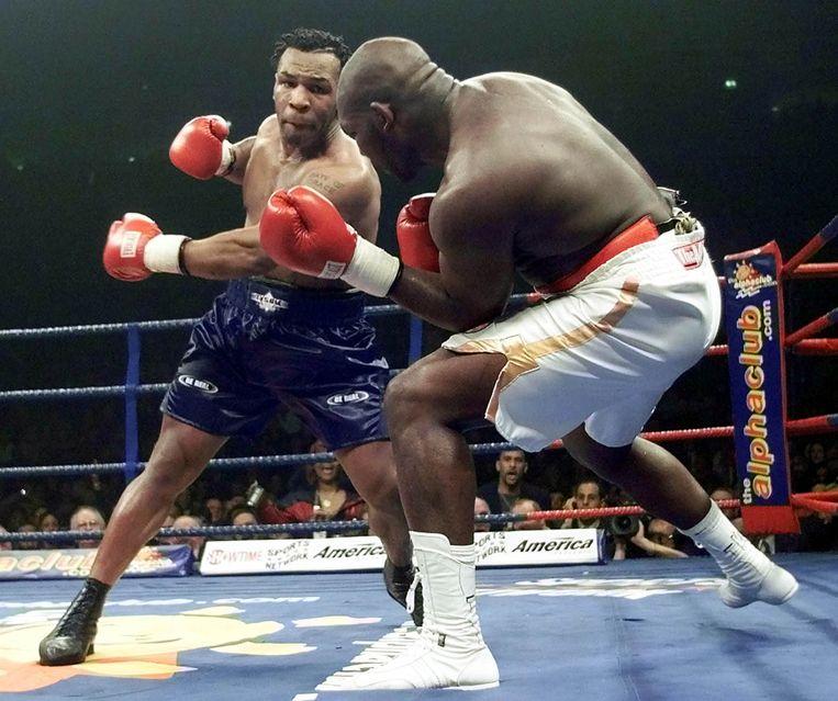 Januari 2000: Mike Tyson maait Julius Francis neer.