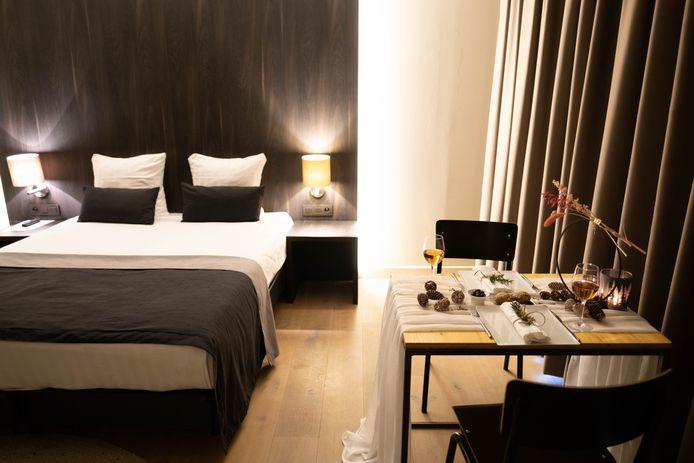 Een van de vijftien kamers van Hotel Elisabeth waarin een diner wordt aangeboden.