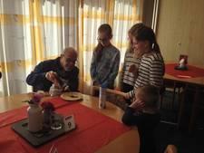 Kinderen in Zevenaar verrassen ouderen met pannenkoek