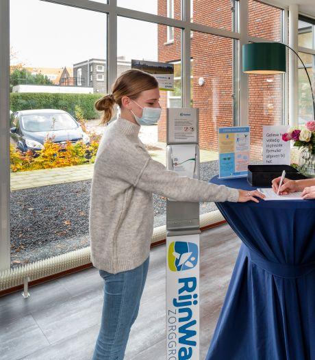 Kelners en koks moeten corona bij zorgcentra RijnWaal buiten de deur houden: 'Ik kijk er elke dag weer naar uit, eindelijk weer iets te doen'