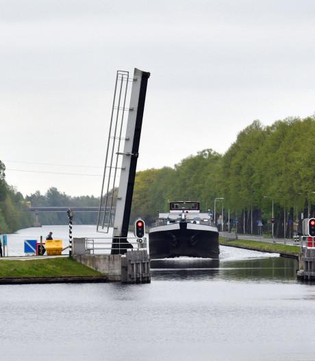 Stukje kanaalkade in Aadorp ook aan vervanging toe