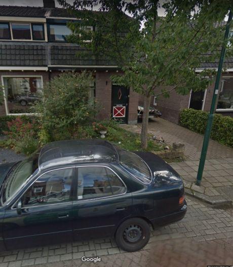 Burgmeester Kats sluit schuur in Veenendaal na vondst van hennepkwekerij