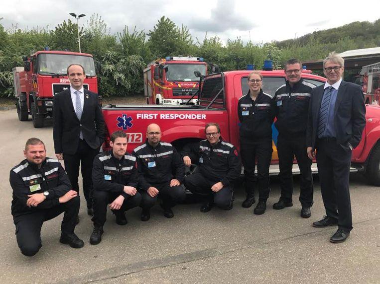De leden van het First Responder Team van Voeren met rechts op de foto burgemeester Huub Broers.