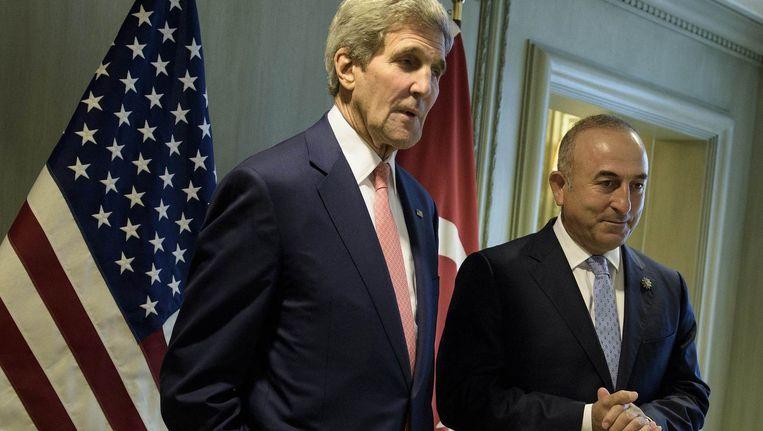 De Amerikaanse minister van Buitenlandse Zaken John Kerry en de Turkse minister van Buitenlandse Zaken Mevlüt Cavusoglu bij gesprekken begin deze maand.
