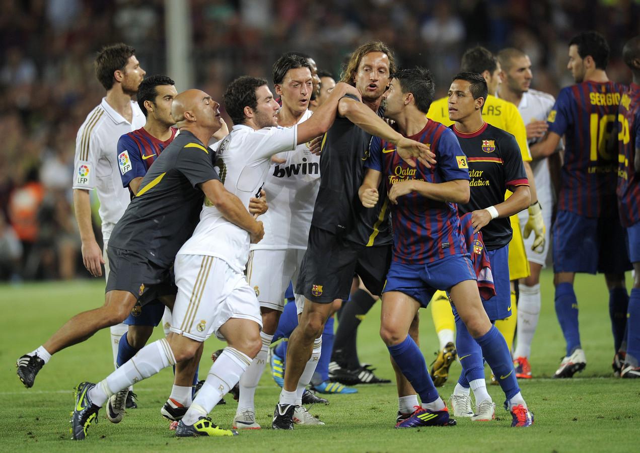 Een opstootje tijdens FC Barcelona - Real Madrid in de Spaanse Supercup op 17 augustus 2011.