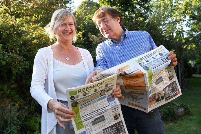 Arjen Roos en Rianne Willems brengen hun 1000e Reeshofjournaal uit.
