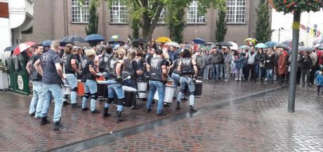 Rooskleurig Festival in Roosendaal verregent, wel drukte bij kunstexpo in St. Jan