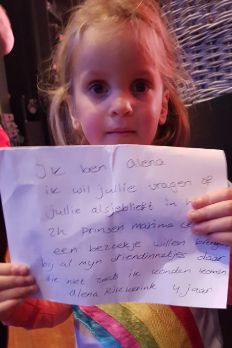 Kleuter uit Hengelo doet hartverwarmende oproep aan K3: 'Bezoek alsjeblieft lotgenootjes'