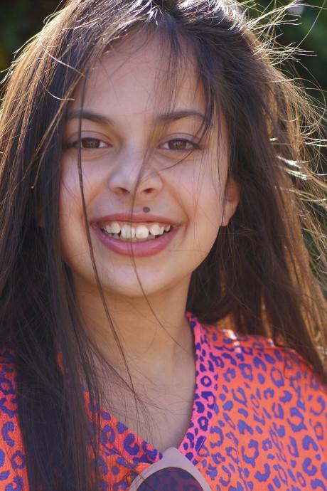 Linne (10) uit Veenendaal haalt met haar nieuwsvideo de finale van Jeugdjournaalwedstrijd