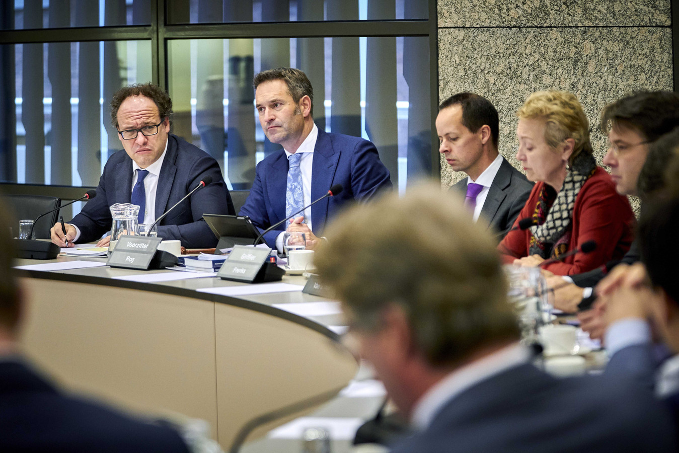Minister Koolmees (D66) ging vanmiddag in debat met de Tweede Kamer over zijn besluit om de regels voor pensioenfondsen te versoepelen. Veel dreigende kortingen zijn daardoor van tafel, maar niet allemaal.