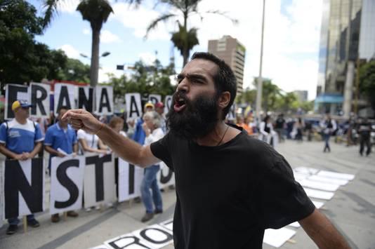Maar ook tegenstanders van het regime lieten zich niet onbetuigd.