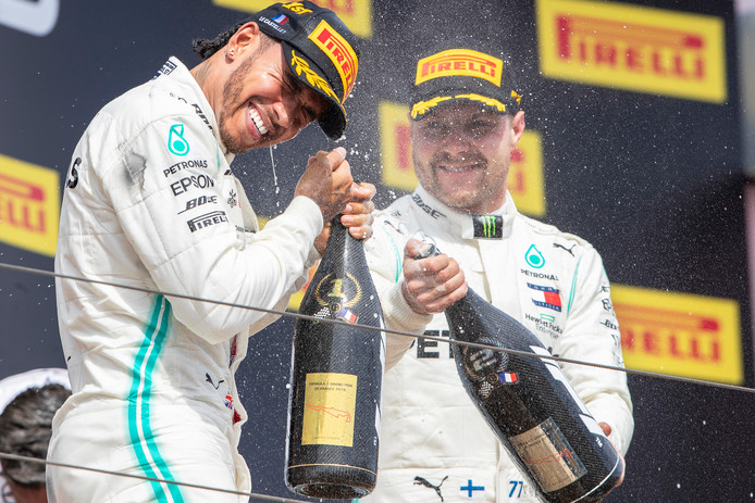 epa07668381 British Formula One driver Lewis Hamilton (L) of Mercedes AMG GP celebrates with his second placed Finnish teammate Valtteri Bottas (R) on the podium after winning the 2019 French Formula One Grand Prix at Paul Ricard circuit in Le Castellet, France, 23 June 2019.  EPA/VALDRIN XHEMAJ