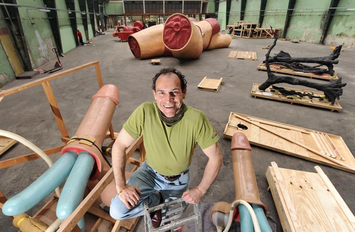 Joep van Lieshout tussen zijn werken in de Onderzeebootloods op Heijplaat.