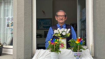Marc (77) laat elke dag raam open voor korte gesprekken met voorbijgangers