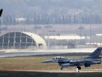 Turkse vliegtuigen vallen voor het eerst IS aan in Syrië