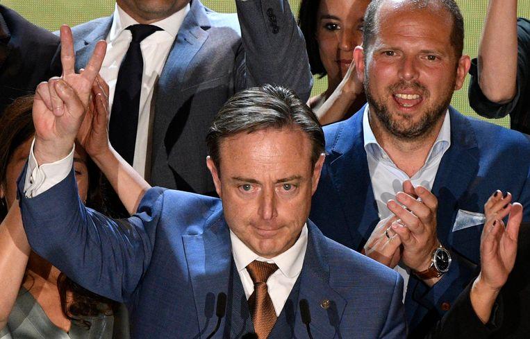 Bart De Wever, met achter hem Theo Francken.