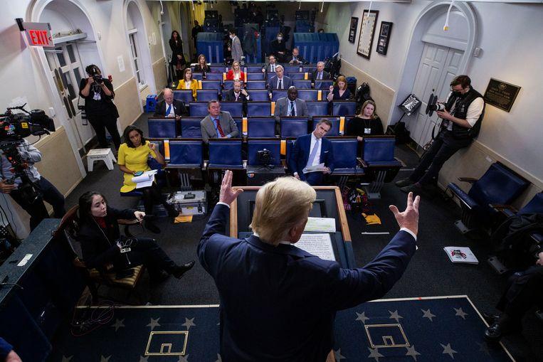 President Trump tijdens één van de persconferenties de afgelopen weken.  Beeld AP