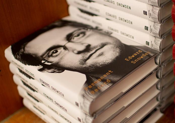 Het boek Onuitwisbaar van Edward Snowden