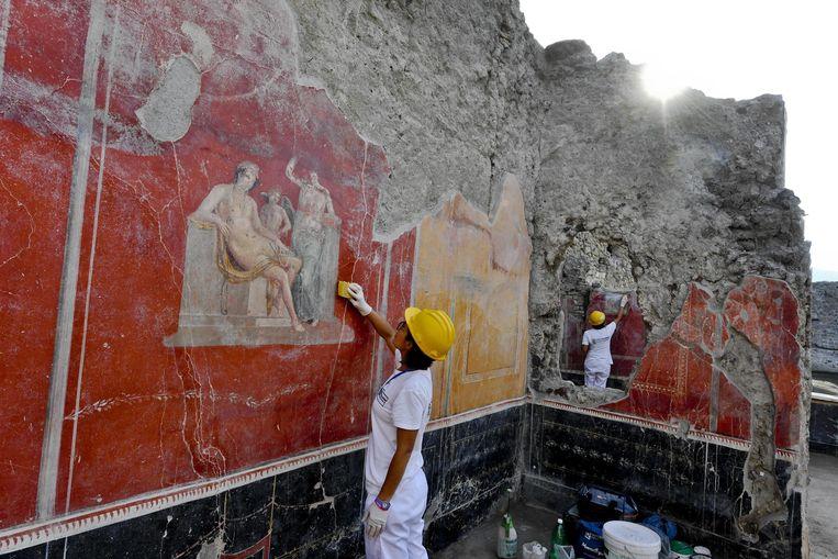 Archeologen in Pompeii legden begin deze maand muren bloot met daarop fresco's die prima bewaard bleven.
