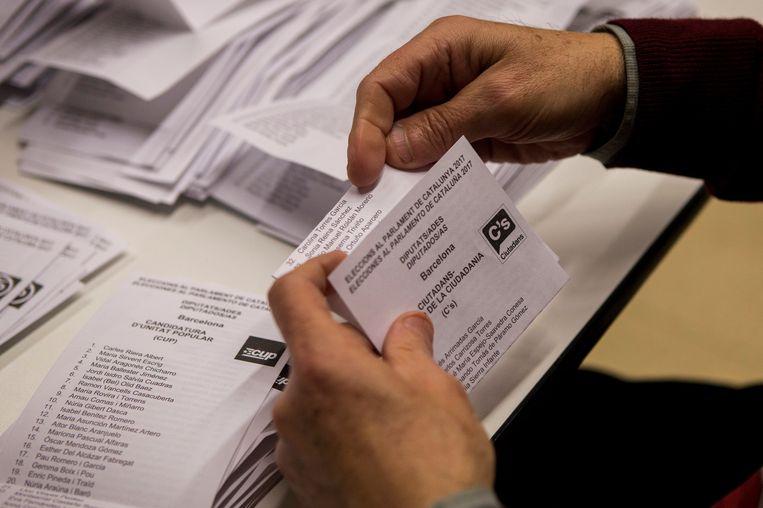 stemmen tellen in Barcelona. Beeld epa