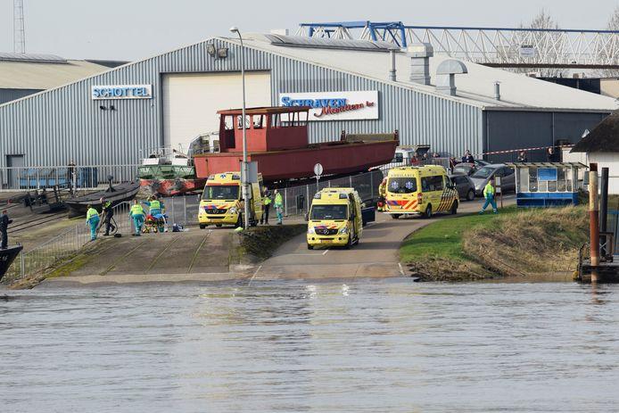De boot sloeg om in de Nederrijn.