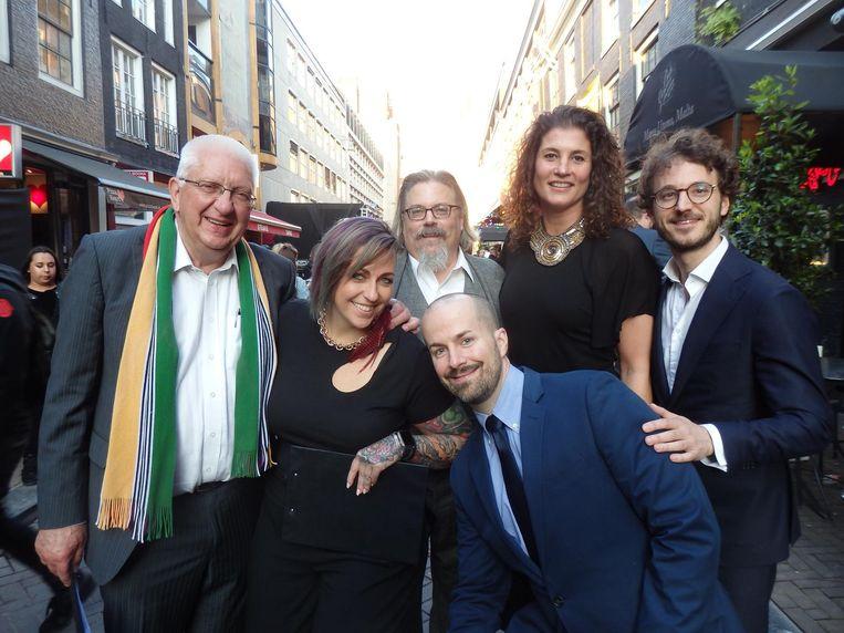 De jury, internationaal gelauwerd: Piet van Leijenhorst, Kate Gerwin, David Wondrich, Malika Saïdi en Ivar de Lange, en beneden Jim Meehan. Beeld Hans van der Beek