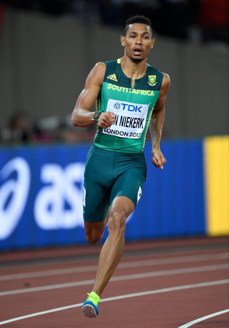 Wayde van Niekerk snelt naar de wereldtitel op de 400 meter. Beeld Photo News
