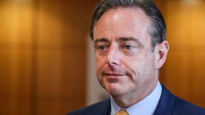 Bart De Wever nodigt alle Antwerpse partijen opnieuw uit, behalve PVDA en Vlaams Belang