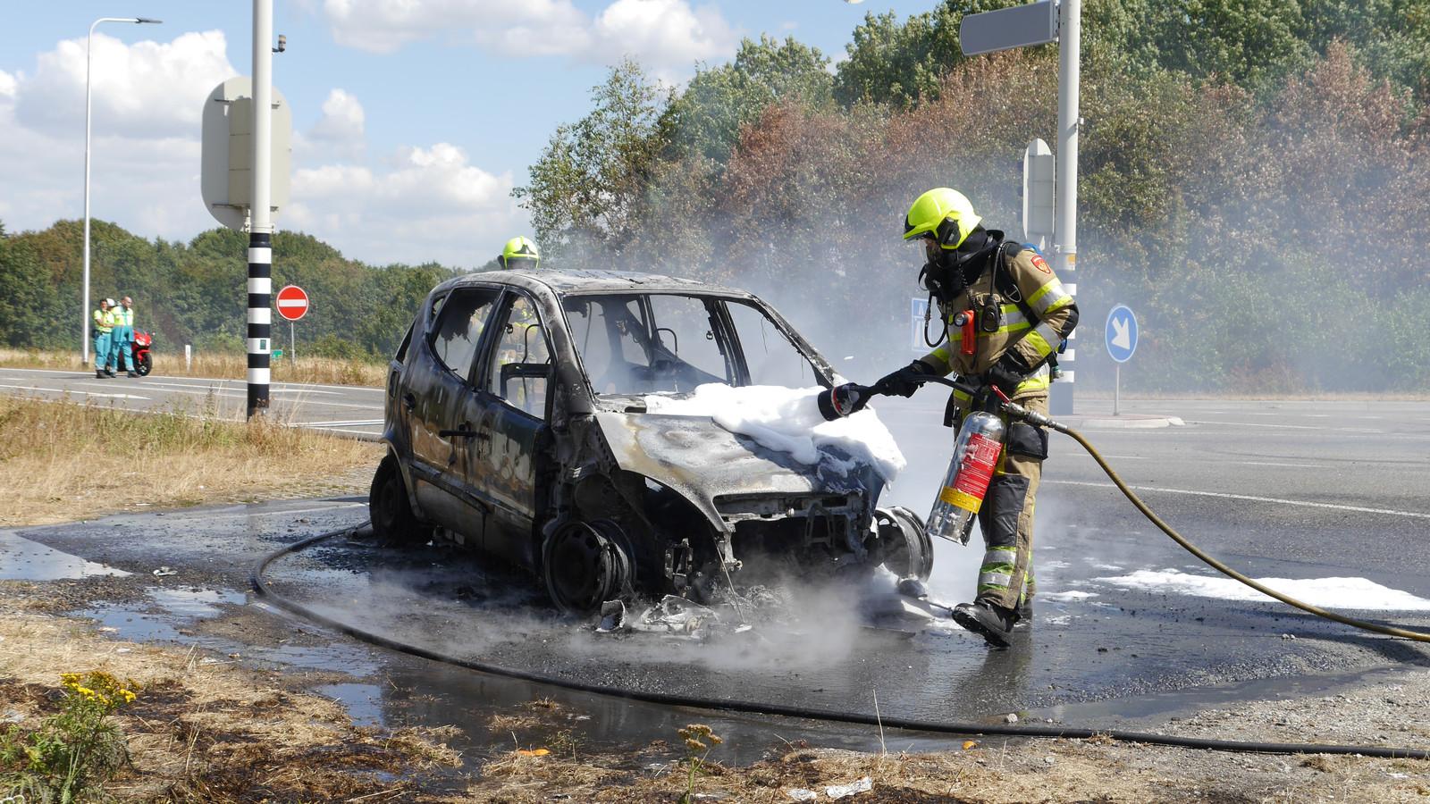 Auto helemaal uitgebrand bij Malden.