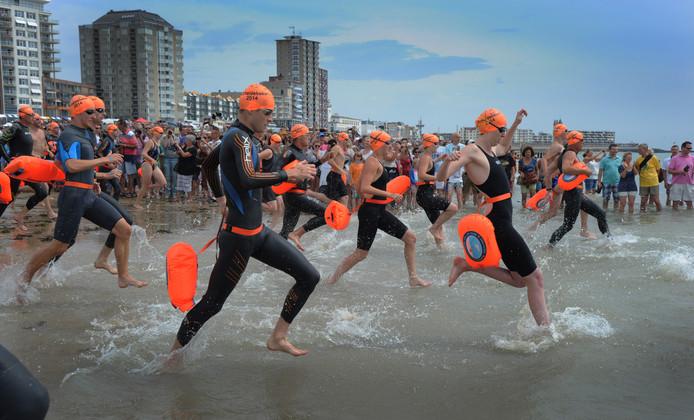 De start van de Scheldebeker, op 20 juli 2014. De winst ging naar Wietse Beerens uit Tilburg, die na 1.11.53 uur finishte.