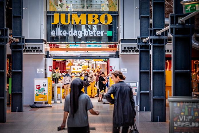 Boodschappen doen bij een Jumbo supermarkt.