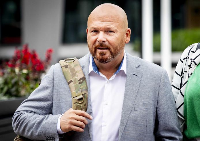 Marco Kroon komt aan bij de rechtbank voor de eerste zitting in de zaak tegen de drager van de Militaire Willemsorde. Kroon wordt vervolgd voor het aanvallen van een politieagent tijdens carnaval in Den Bosch.