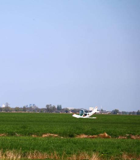 Vliegtuigje maakt noodlanding in weiland Oudewater