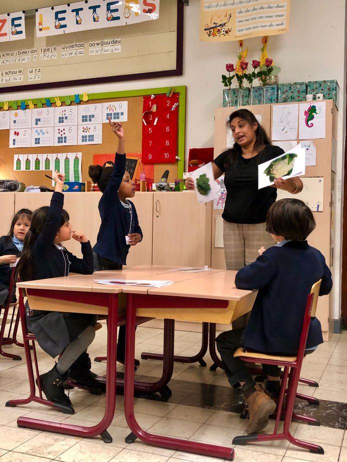 Schepen van Onderwijs Jinnih Beels (sp.a) stond dit schooljaar zelf al voor de klas om te ervaren hoe het is om leerkracht te zijn.