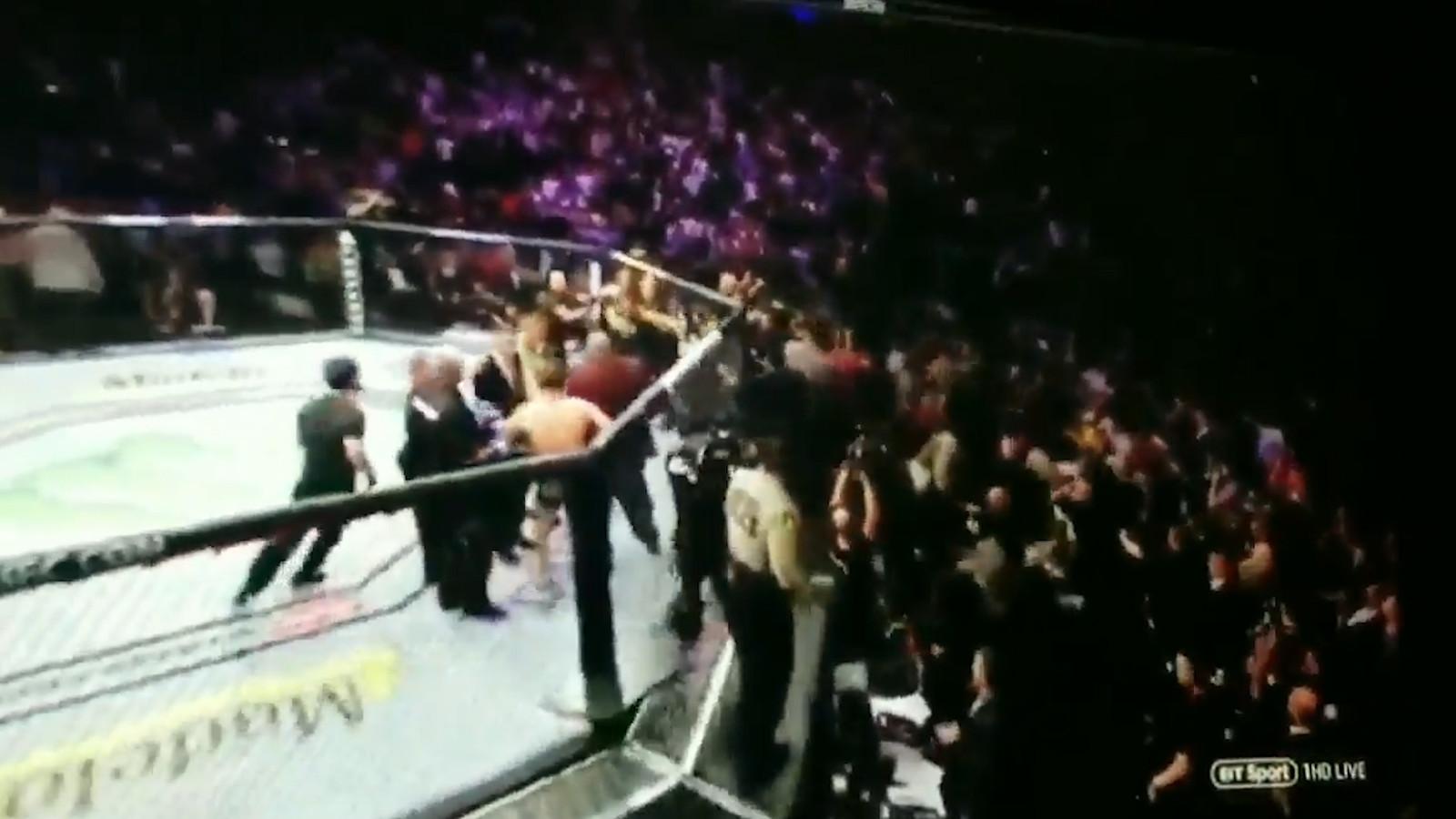 In Las Vegas werd het titelgevecht tussen Conor McGregor en Khabib Nurmagomedov in de vierde ronde beslist. Lichtgewichtkampioen Nurmagomedov bleek oppermachtig. Maar de meest besproken klappen werden ná het gevecht uitgedeeld.