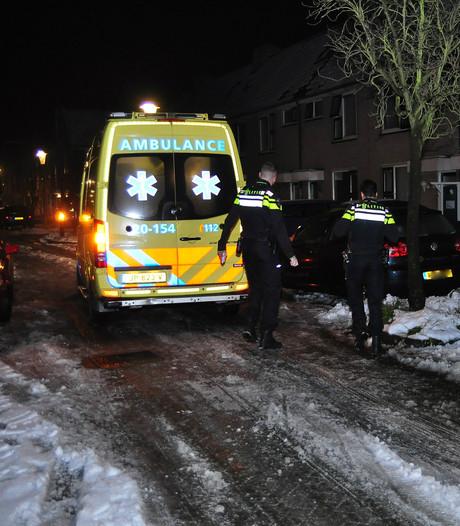 Vrouw meegesleurd door auto in Waalwijk, dader rijdt door
