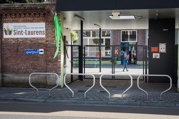 De Sint-Laurensschool in Sint-Kruis-Winkel blijft open.