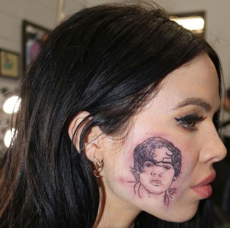 Zangeres Kelsy Karter liet Harry Styles op haar wang tatoeëren