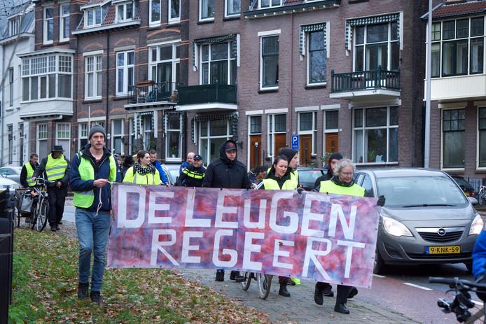 Niet alleen in Eindhoven maar in elf steden gingen 'gele hesjes' de straat op, zoals hier in Arnhem.
