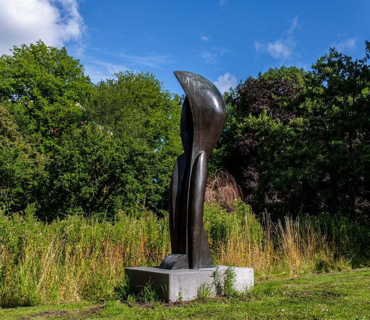 De 'peul' van Edith ten Kate in Noord omhult twee menselijke gestalten. Beeld Nosh Neneh