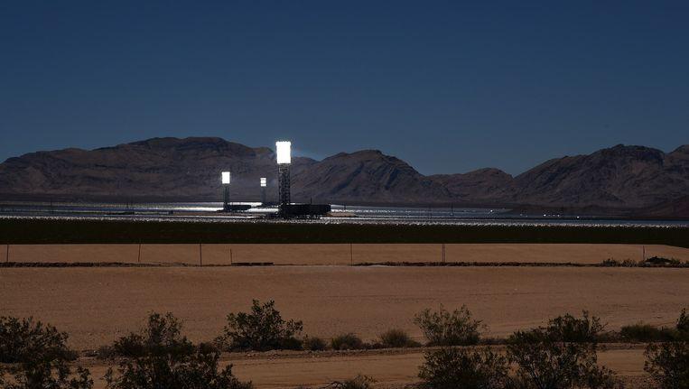 In de Mojave-woestijn in Californië staan de krachtigste 'power towers' ter wereld voor zonne-energie. De torens zijn in bezit van NRG Energy, BrightSource Energy en Google. Beeld afp