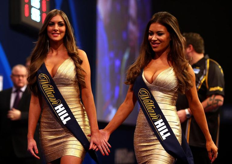 De walk-on girls in het darts werden vorige week geslachtofferd.