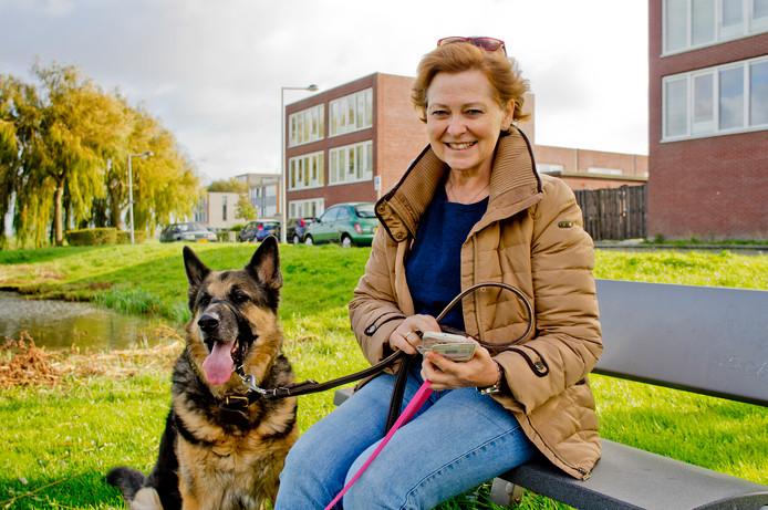 Anje Driehuis is digitaal verpleegkundige. 'Ik help mensen op afstand, en dat is fantastisch.'