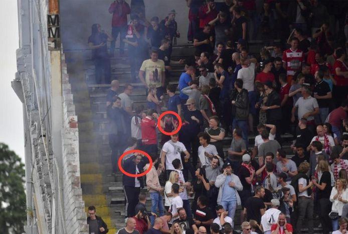 Fans in tribune 2 moesten zaterdagavond hun oren bedekken na de luide knal. In het rood omcirkeld de twee slachtoffers die ook op de foto hieronder te zien zijn.
