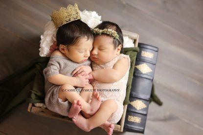 Hoe schattig is dit? Deze baby's heten Romeo en Juliet en ze tonen zich in sprookjesachtige fotoshoot