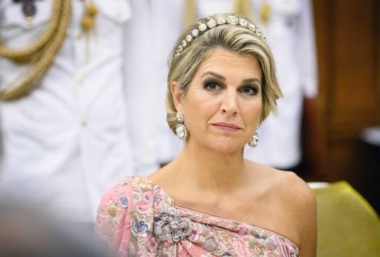 Koningin Maxima tijdens de toespraak van de Koning Willem-Alexander  tijdens het staatsbanket. Het koningspaar brengt een vijfdaags staatsbezoek aan India